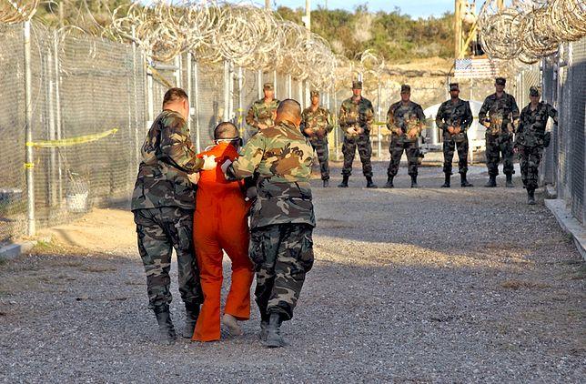 """Trump nie zamknie Guantanamo. Prawnik: """"To tchórz i głupek"""""""
