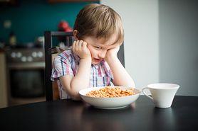5 niepokojących sygnałów w rozwoju dziecka, na które musisz zwrócić uwagę