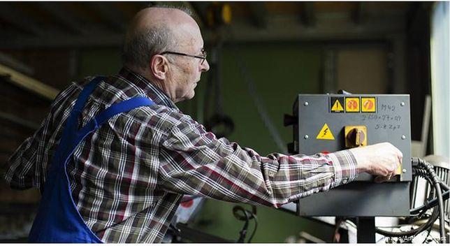 Niemcy: przybywa pracujących emerytów