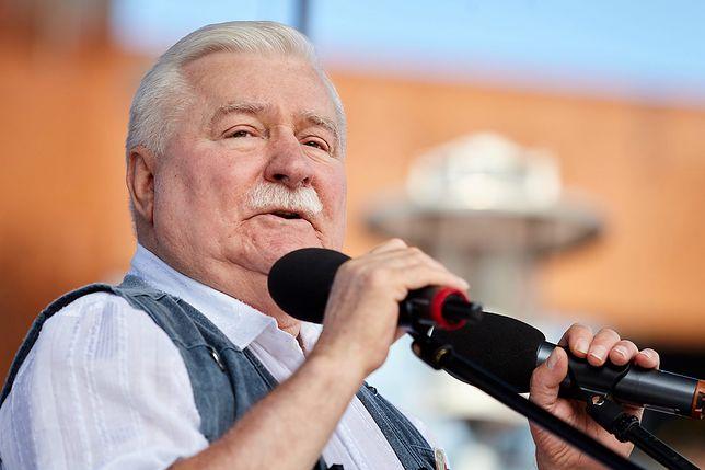 Lech Wałęsa chce przeczytać nazwy przystanków