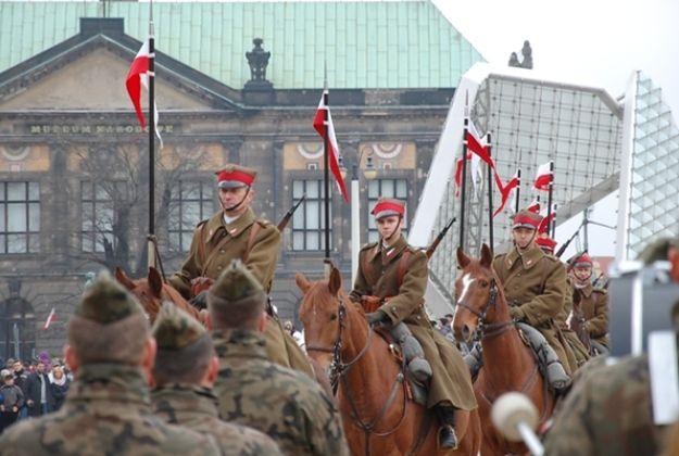 Święto Niepodległości w Poznaniu z kawalerią konną i zmechanizowaną