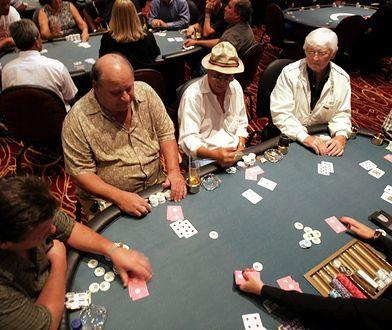 Va banque. Przychodzi senior do kasyna i stawia emeryturę