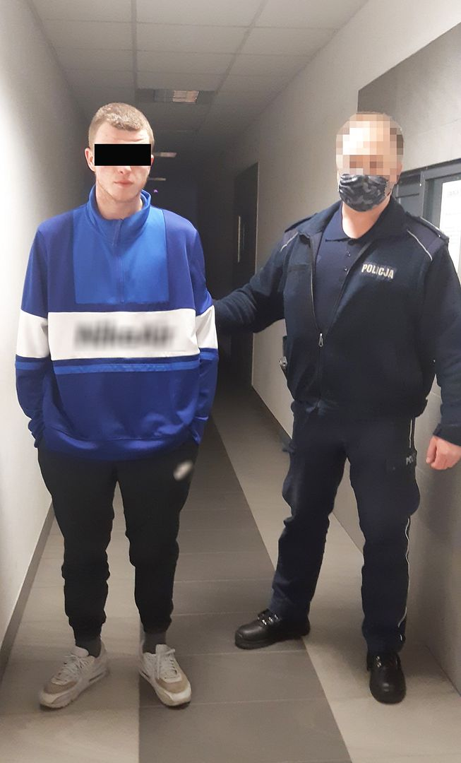 Warszawa. Policjanci zatrzymali dwóch nastolatków podejrzanych o posiadanie narkotyków