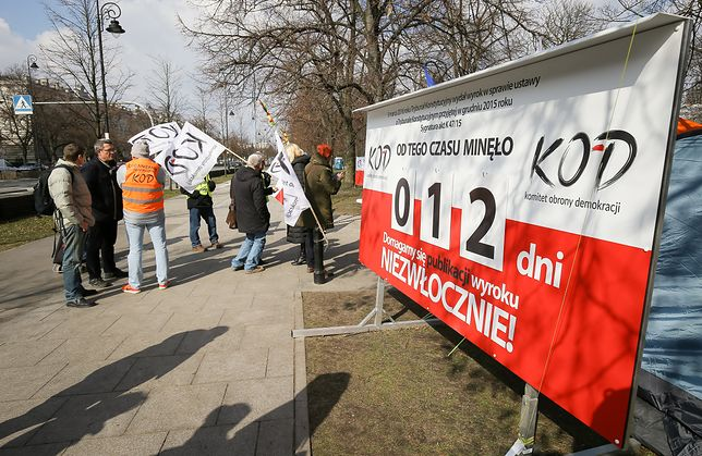 KOD kończy protest przed Kancelarią Premiera. Opublikowano wyroki