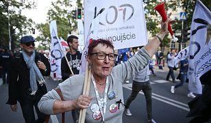 """Marsz KOD na ulicach Warszawy. """"Jedna Polska - bez podziałów!"""""""
