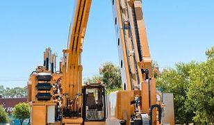 Koniec z ludźmi na placach budowy? Ta potężna maszyna stawia dom w dwa dni