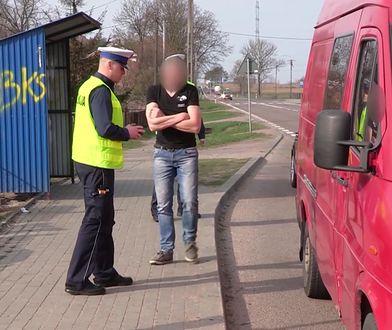 Policjanci zatrzymali busa w opłakanym stanie. Kierowca nim jechał, bo szef mu kazał