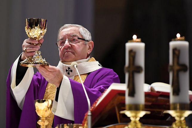 """Arcybiskup Głódź o pomniku Adamowicza. """"Zasługuje na to jako głosiciel wolności"""""""