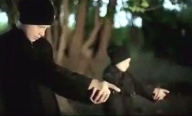 Państwo Islamskie opublikowało wstrząsający film, na którym dzieci dokonują egzekucji więźniów
