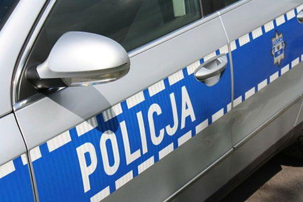 Trzcinica: policjanci uratowali mężczyznę, który podciął sobie żyły