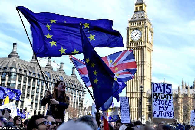Brexit odłożony. Unia Europejska wyraziła zgodę na przesunięcie wyjścia Wielkiej Brytanii ze Wspólnoty. Pod uwagę brane są dwa terminy brexitu