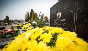 Symboliczny grób dziennikarza Jarosława Ziętary w rodzinnej Bydgoszczy