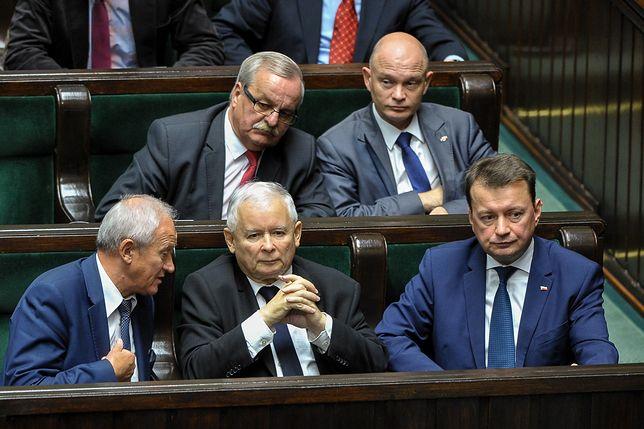Więcej niż 65 lat mają już m.in. Jarosław Kaczyński, Krzysztof Tchórzewski czy Leonard Krasulski z PiS.