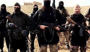 Dżihadyści podczas filmiku propagującego tzw. Państwo Islamskie
