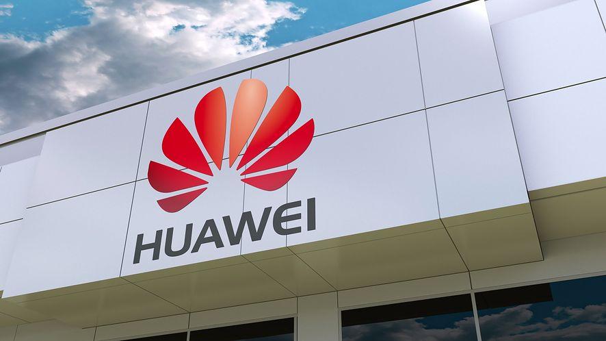 Logo Huawei na elewacji budynku z depositphotos