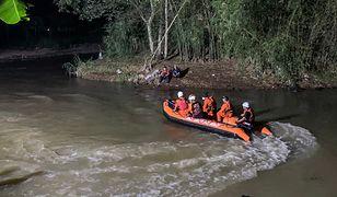 Jedenastu uczniów utonęło w nurtach indonezyjskiej rzeki  Cileuleur na Jawie. Uczestniczyli w wycieczce krajoznawczej połączonej z akcją sprzątania świata   PAP/EPA.