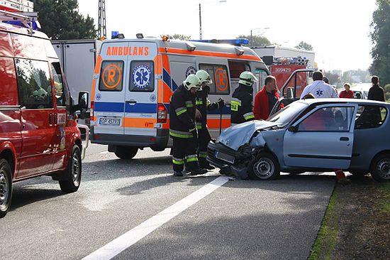 Wypadek w Nakle, jedna osoba ranna - zdjęcia