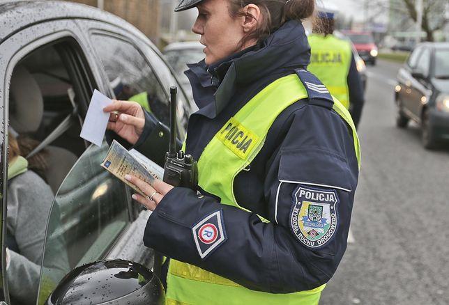 Kierowca będzie musiał mieć ze sobą tylko prawo jazdy, a po wprowadzeniu mDokumentów jedynie telefon