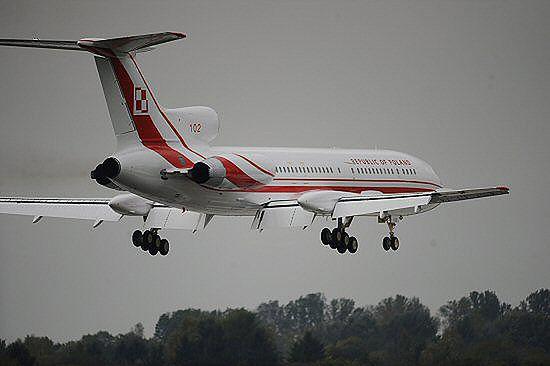 Tu-154M w powietrzu; piloci odnawiają uprawnienia