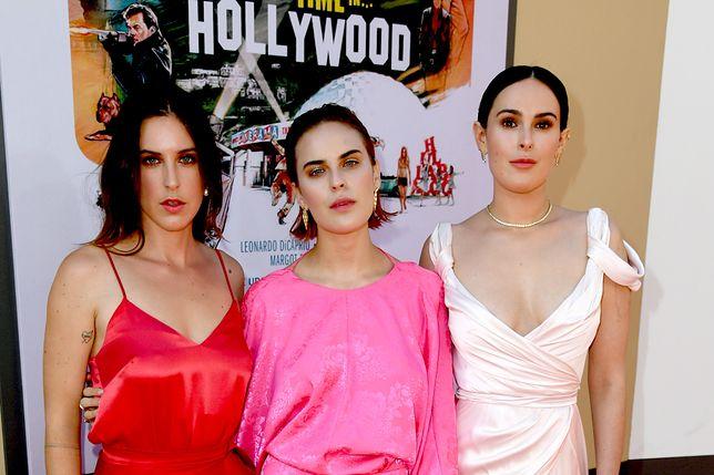 Córki Bruce'a Willisa i Demi Moore. Cała trójka przyszła na premierę Tarantino