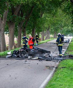 Makabryczny wypadek porsche na Mazurach. Z auta została miazga. Nie żyją biznesmeni