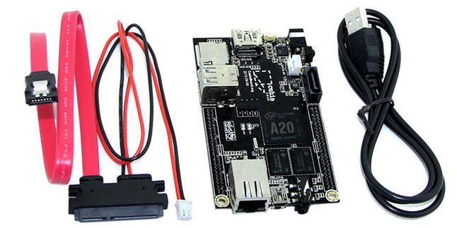Zestaw Cubieboard 2 zawiera również kabel usb (zasilajacy) i złącze sata