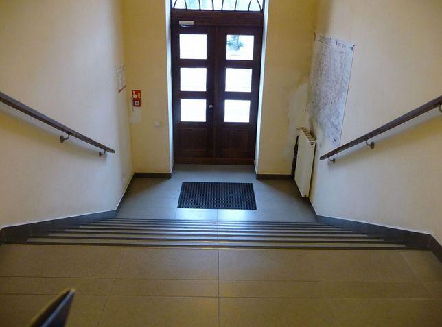 Knurów. W ratuszu ruszyły prace związane z przystosowaniem budynku dla osób niepełnosprawnych.
