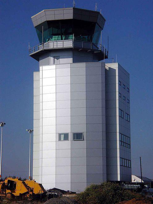 Przez 3 dni obsługa międzynarodowego portu lotniczego w Bristolu ręcznie drukowała i wypisywała pasażerom aktualizowane godziny przylotów