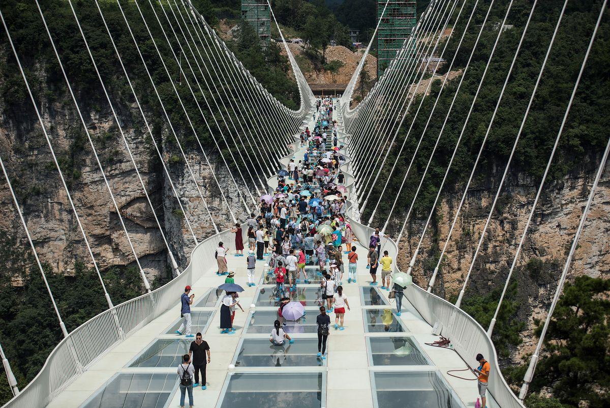 Chiny - zamknięto najwyższy szklany most na świecie