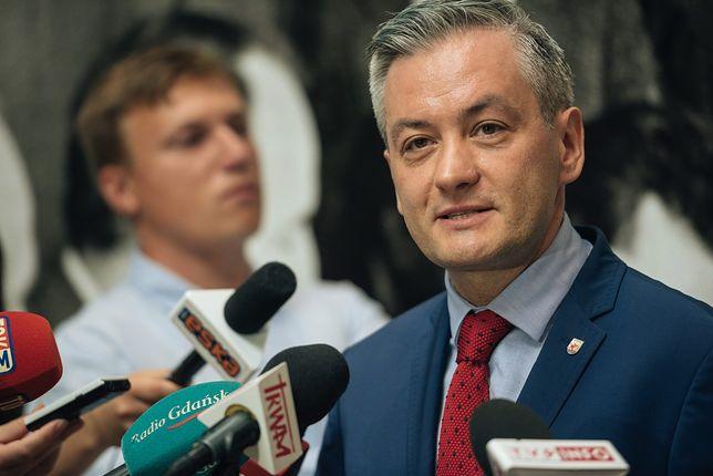 Robert Biedroń uważa, że wiceprezydent nie musiała zgłaszać anonimu prokuraturze