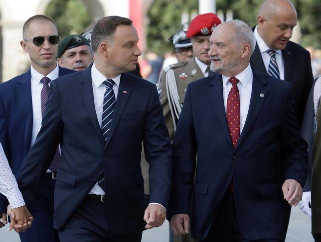 Prezydent Andrzej Duda i minister obrony narodowej Antoni Macierewicz podczas obchodów Święta Wojska Polskiego w Warszawie.