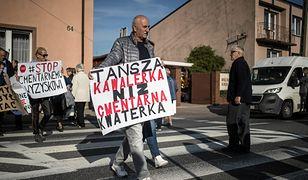 Brzeziny. Protest mieszkańców przeciwko wysokim cenom na cmentarzu.