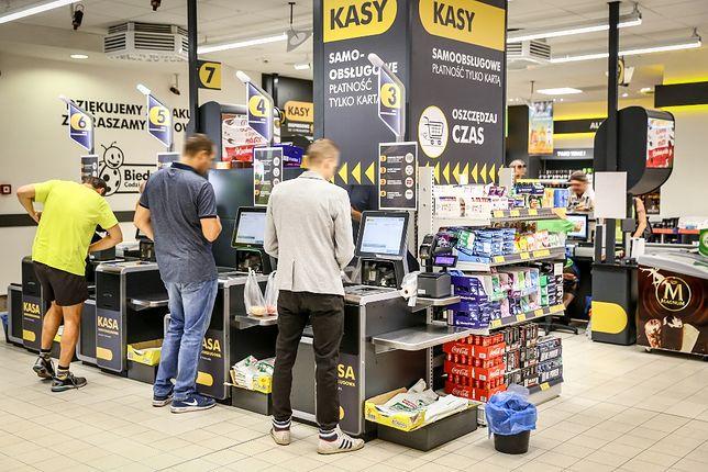 Bezobsługowe kasy w Biedronce mają... wspierać kasjerów