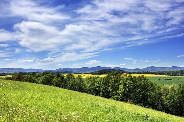 Góry Złote ciągną się wzdłuż czesko-polskiej granicy
