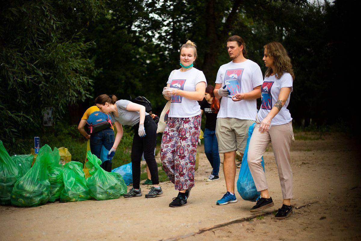 Warszawa. Sprzątanie plaż