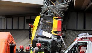 Warszawa: wypadek autobusu. Wrak zabezpieczony. Kierowca miał wysoką gorączkę?