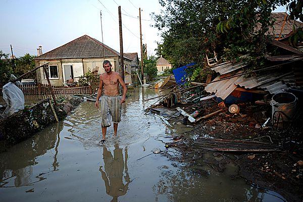 Zalane przez wodę domy w Krymsku