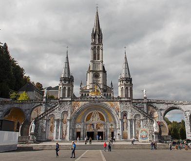 Źródło objawień w Lourdes. Baseny nieczynne z powodu koronawirusa