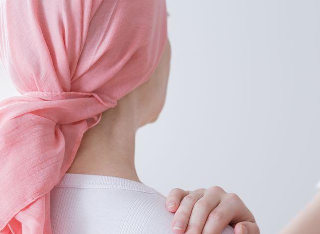 Jest chora na raka piersi. Nie może liczyć na wsparcie matki