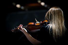 Szyja skrzypka – przyczyny, objawy, diagnostyka i leczenie