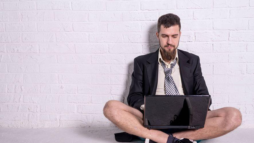 Pracujesz zdalnie? W x-kom znajdziesz szereg ciekawych promocji, fot. shutterstock