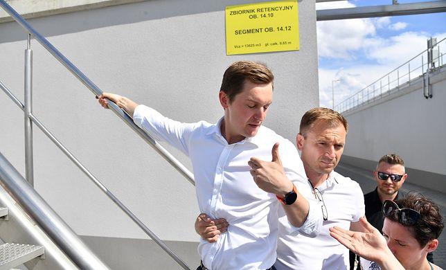 """Incydent w oczyszczali ścieków """"Czajka"""". Sławomir Nitras: nie pozwoliłem na żarty"""