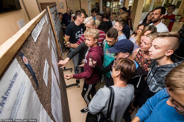 Sondaż: Polacy popierają likwidację gimnazjów
