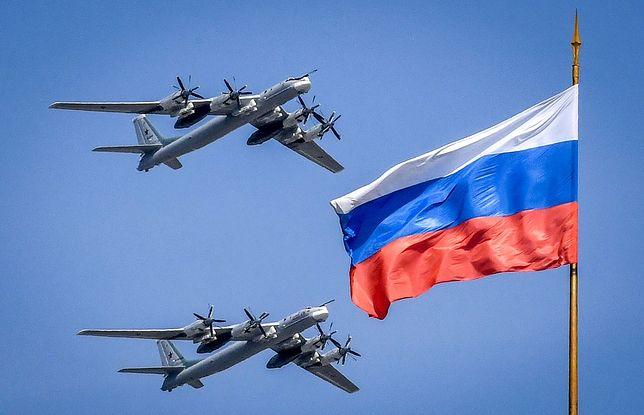 Rosyjskie bombowce strategiczne Tu-95 podczas przelotu nad Kremlem