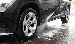 Koronawirus w Polsce. Kierowcy ukarani za mycie samochodów