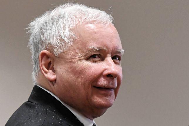 """""""Wywiad z prezesem PiS, który w poniedziałek ukazał się w tygodniku """"Sieci"""" jest nie odpowiedzią na wątpliwości związane z 'Taśmami Kaczyńskiego', a odmową tłumaczenia się i jakiegokolwiek dialogu z potencjalnymi wyborcami""""."""