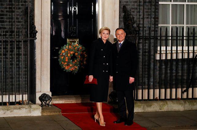 Szczyt NATO w Londynie. Prezydent Andrzej Duda z małżonką przed siedzibą brytyjskiego premiera na Downing Street 10