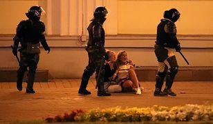 Białoruś. Trzeci dzień protestu. Służby biją demonstrantów, niszczą sprzęt dziennikarzom