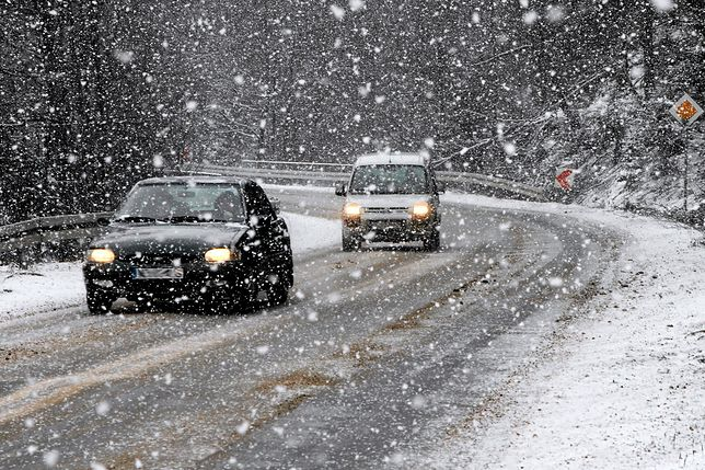 Na południu i wschodzie jazdę utrudniają opady śniegu i śniegu z deszczem