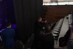 """Konwencja Gowina. Fotoreporterowi wykręcano ręce. """"Wypier...j"""". Usłyszał przeprosiny"""